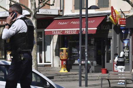 通行人をナイフで襲撃、2人刺殺 仏、テロ容疑で捜査