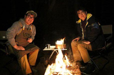 石橋貴明が焚き火の前で…初回ゲストはカンニング竹山