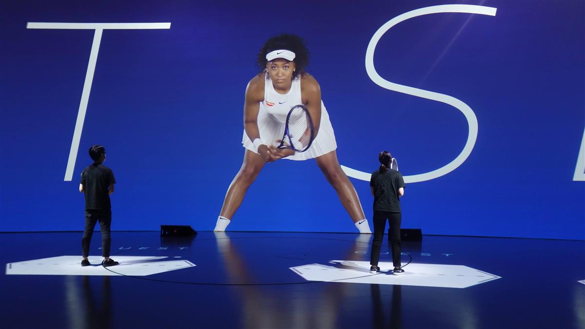 大坂なおみ選手とバーチャル対戦できるテニスゲーム=横浜市のニッサンパビリオン(今村義丈撮影)