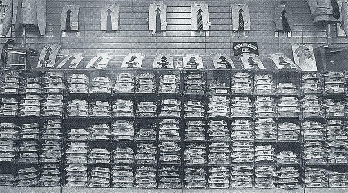 イトーヨーカドーのワイシャツ売り場。昭和50年代半ばごろまで、単品管理は行われていなかった
