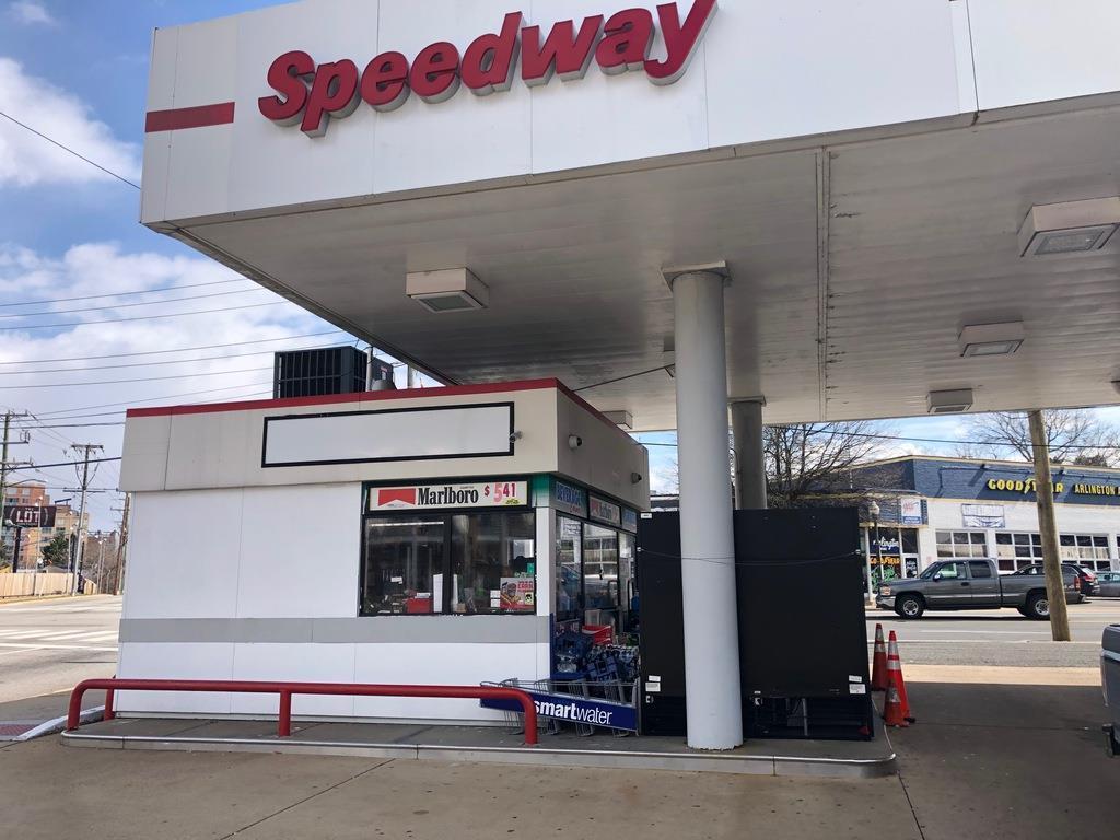 米石油精製大手マラソン・ペトロリアムのコンビニエンスストア併設型ガソリンスタンド「スピードウェイ」の店舗(塩原永久撮影、ワシントン郊外)