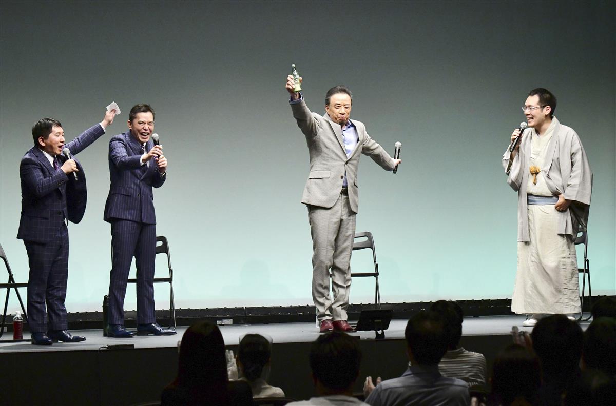 銀座で行われるお笑いライブ「タイタンライブ」のトークコーナーに登場した(右から)神田伯山、渡辺正行、太田光、田中裕二=東京都内