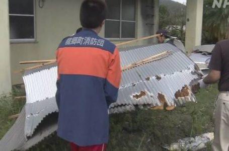 台風10号 住宅などの屋根が飛ぶ被害相次ぐ 鹿児島 龍郷町