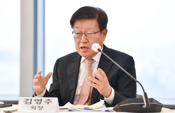 韓国貿易協会の金栄柱会長が2日、第57回貿易の日記念記者懇談会で発言している。
