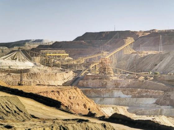 チリ・サントドミンゴの銅鉱山 [中央フォト]