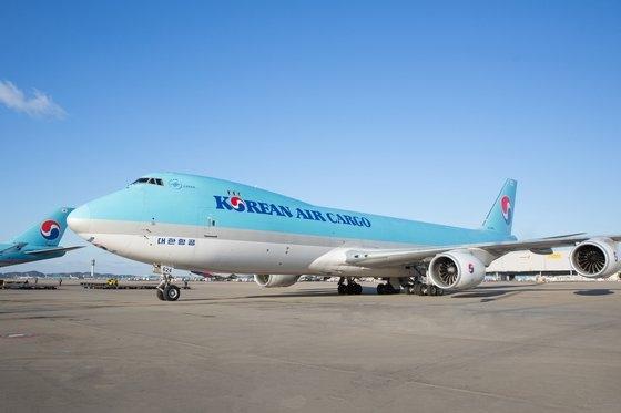 現代美術の巨匠ピカソの作品を運ぶために投入された特別貨物機。大型航空機であるボーイング747機種を貨物用に投じた。[写真 大韓航空]