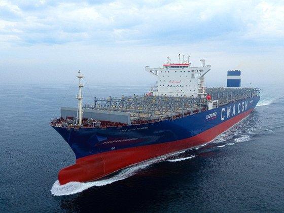 現代三湖重工業が建造した世界初の超大型LNG推進コンテナ船が9月に引き渡される予定だ。[写真 現代三湖重工業]